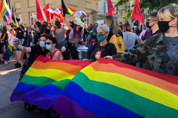 16/08/2020: LGBT activists, organized a counter-protest. Some of them had written lawyers' telephone numbers on their forearms following police detentions of activists earlier this month.